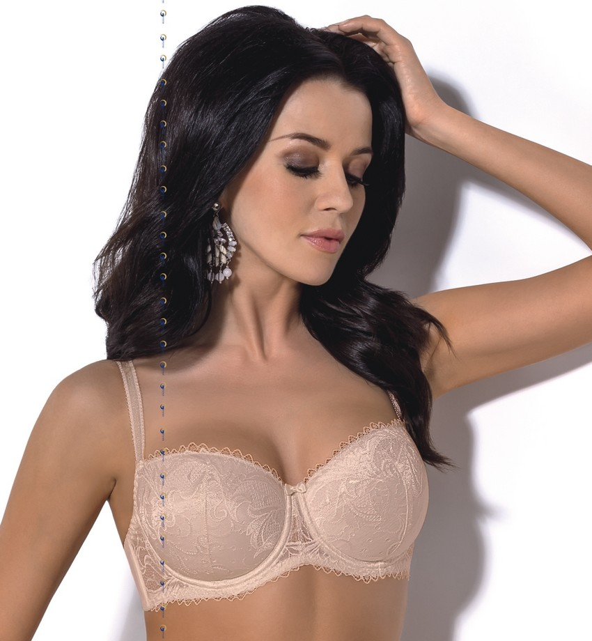 Elegant padded bra. The perfect construction makes the bust is perfectly  lifted and supported 422b1dff9